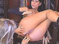 Two lezzie enjoys big strapon dildo